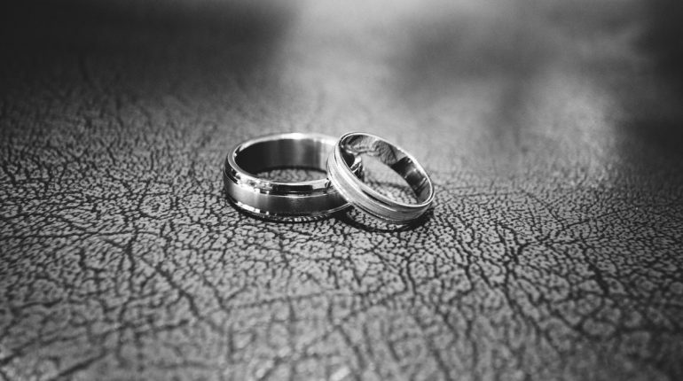 La bague solitaire en argent, un bijou simple et élégant