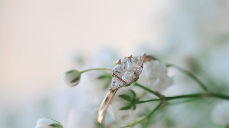 Bon à savoir avant de choisir sa bague de fiançailles